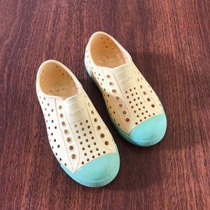 Native Kids Shoes - Size 9 EUC